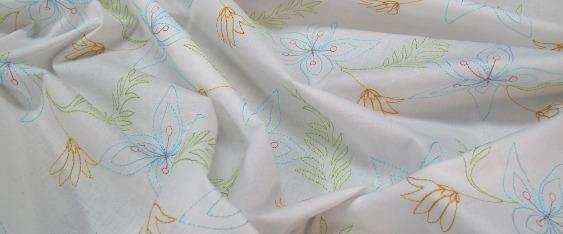 Coupon zarte Blütenstickerei auf weiß