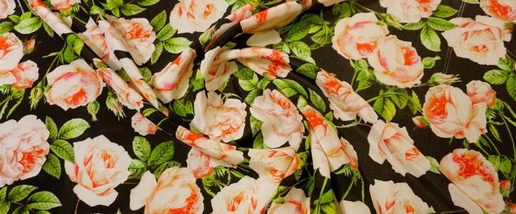 Seidencrepe - Rosen auf schwarz