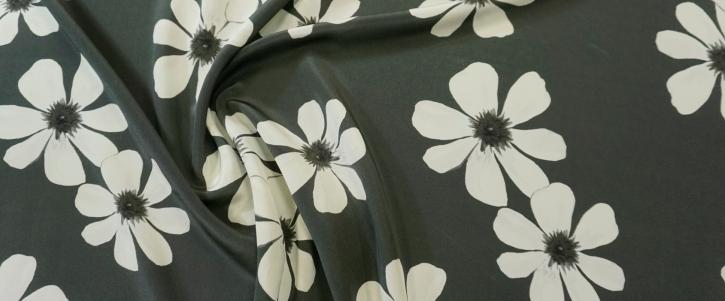 Seidencrepe - weiße Blumen