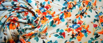 Seide - buntes Floralmotiv