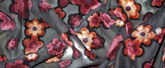 rote Blüten auf schwarz - Viskose