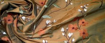 bestickte Wildseide - rost-oliv changierend