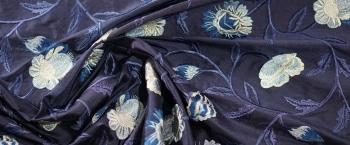 bestickte Seide - verschiedene Blautöne
