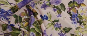 Seidenstretch - lila-blaue Blumen