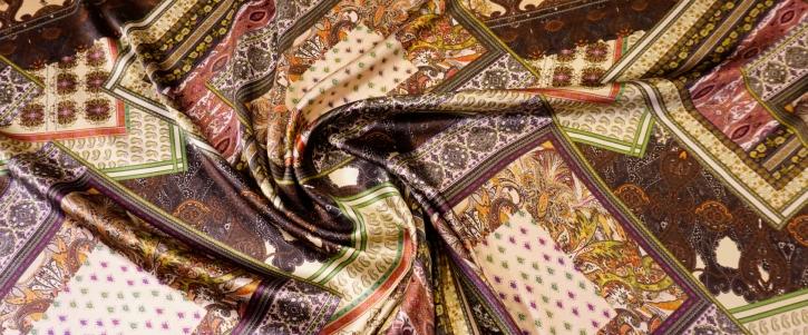 Seidensatin - orientalischer Teppichdruck