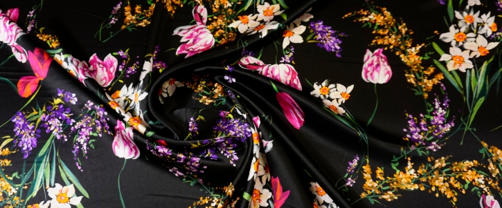 Seidensatin - Blumen auf schwarz