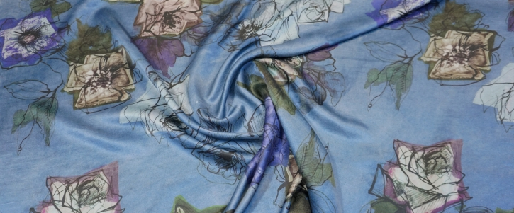 Seidensatin - Blumen auf blau