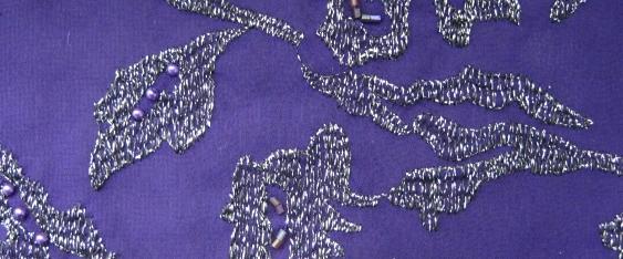 Chiffonstickerei - silber auf lila