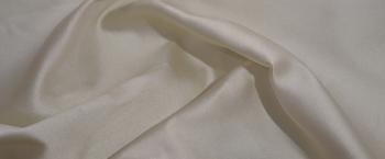 Polyester mit Seide - creme