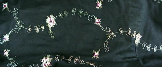Blumenmuster auf schwarz