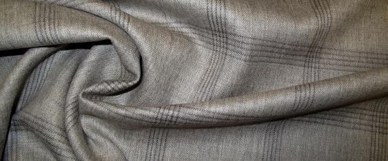 Schurwolle in grau, braun und beige