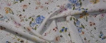 Lochstickerei - zarte Blumen