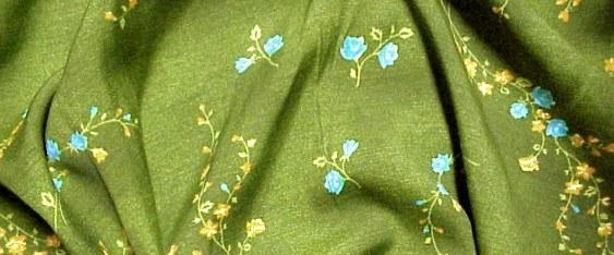 Viskose Blumen auf grün