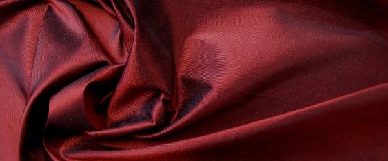 Dupion - rot und schwarz changierend