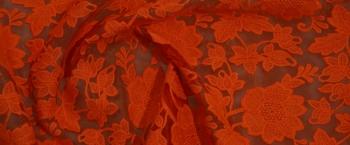 Organza mit Blütenstickerei - feuerrot