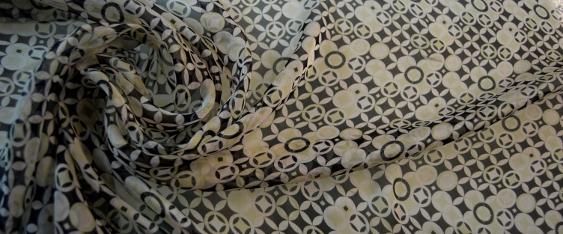 Chiffon, Muster in graphit und weiß