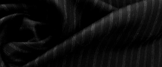 Schurwolle, schwarz mit weißen Streifen