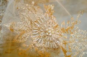 Spitze - goldbeige mit Perlen