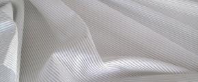 gestreifte Webstruktur in weiß mit Silberfaden