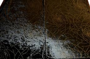 Samt mit stipple dots in gold