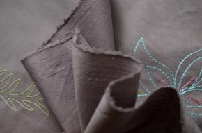 Baumwolle in Stretchqualität, bestickt