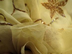 Sternblütenmotiv mit Perlen und Pailletten